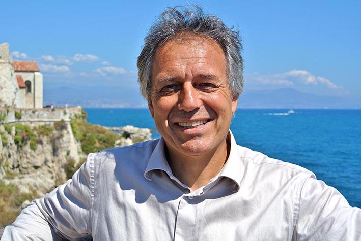 Astrologue à Nimes Gard, professeur d'astrologie